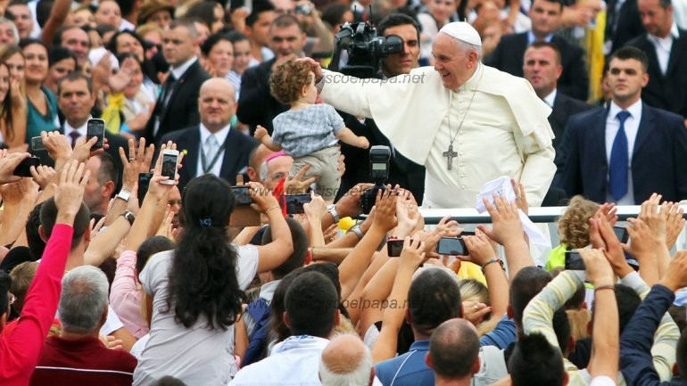 papa en albania
